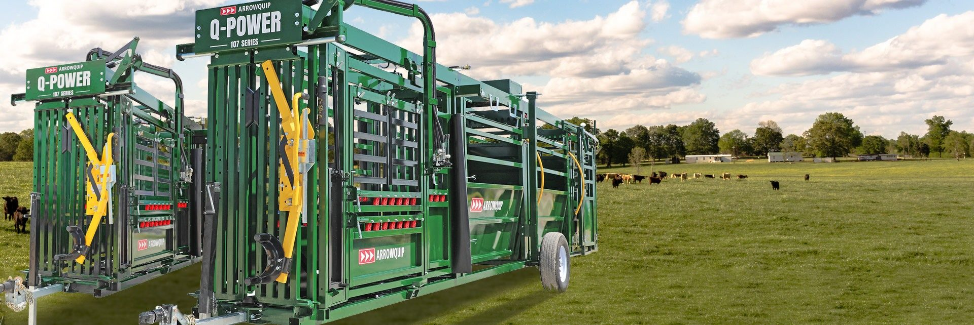 Hydraulic portable cattle chute, alley and tub in a field