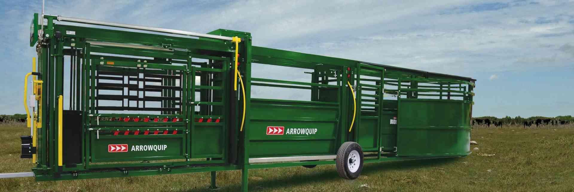 Système combiné mobile – Couloir de contention réglable et enclos pivotant pour bovins