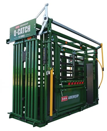 Side view of Q-Catch 74 Series squeeze chute with vet cage