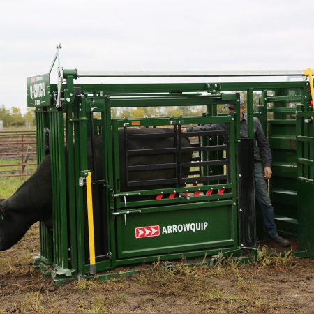 Using the vet cage on a squeeze chute