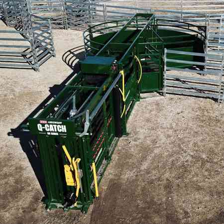 Portable Cattle Crush, Race & Tub from Above in Yard | Arrowquip Cattle Equipment