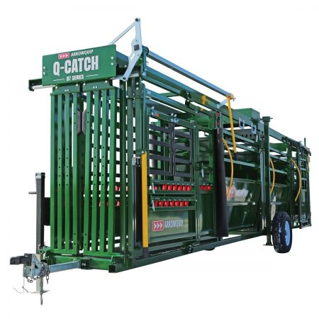 Portable cattle chute, alley and tub with 18 feet of alley on wheels and ready for transport