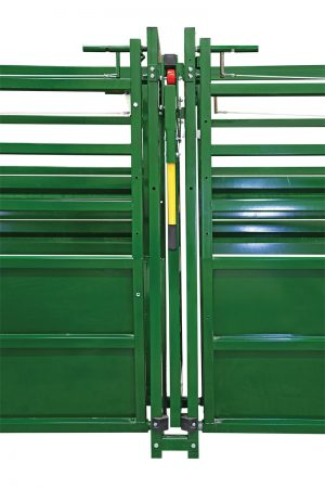 Easy Flow adjustable cattle alley with rolling alley gate