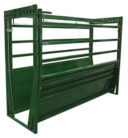 Easy Flow adjustable cattle alley with blinders in stored position