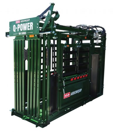 Full profile of the Arrowquip Q-Power 104 Series hydraulic squeeze chute deluxe edition with palpation cage