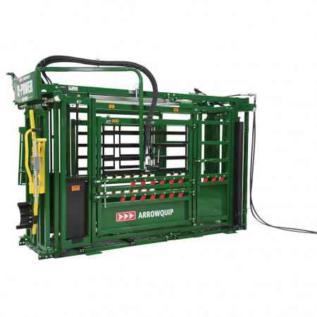 Hydraulic Squeeze Chute | Q-Power 106 Series Side Image 2 | Arrowquip Livestock Equipment