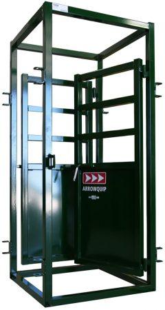 Cage médicale pour bovins Arrowquip avec porte ouverte